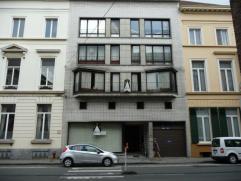 Bij Zuid en St.-Annaplein: appartement Aangenaam appartement met veel lichtinval op derde verdieping in kleinschalig gebouw. Lift aanwezig. Het appart