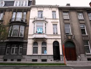 Tentoonstellingslaan: te renoveren burgerwoning Deze ruime woning is uitstekend gelegen nabij Gent-Zuid en het historisch stadscentrum, Decascoop en o