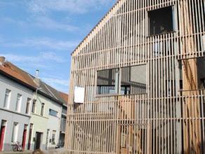 Nieuwbouwwoning met 2 terrassen en een woonoppervlakte van 171m² en 3 (tot 4) slaapkamers. Op het gelijkvloers is er een inkomhal, apart toilet,