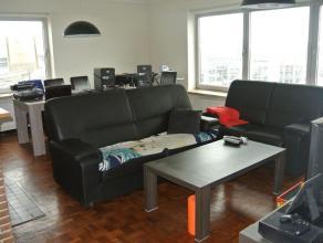 TE KOOP TE GENT: Ijzerweglaan 16 (Nabij Zuid, openbaar vervoer, E17/E40 en winkels). Ruim appartement met 2 volwaardige slaapkamers (parketvloer) op d