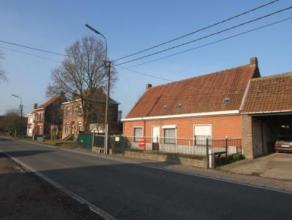 Goed gelegen te renoveren hoeve ( halfopen ) met bijgebouwen op mooi stuk grond. De woning is als volgt ingedeeld : Gelijkvloers :2 afzonderlijke leef