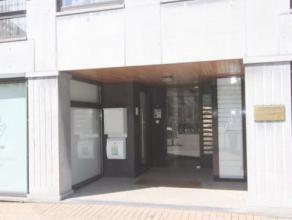 Uitstekend gelegen appartement op de 5de verdieping van Residentie Ten Berg, centrum Ledeberg. Het appartement heeft volgende indeling : inkom, prakti
