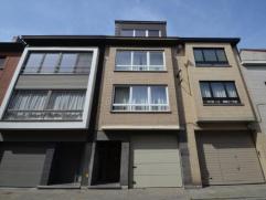 Formidabele stevige opbrengstwoning met heerlijke zongerichte ruime terrassen bestaande uit twee uitmuntende appartementen en een ruim magazijn die al