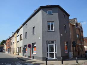 Uitmuntend gelegen handelswoning met terrassen waar wonen en werken wordt verenigd onder één dak gelegen in het hart van Sint-Amandsberg