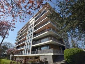 Zeer zonnig lichtvol groot klassevol appartement (95m²+terrassen20m²+kelder+ garage) met twee unieke ruime terrassen waarvan het voorste vol
