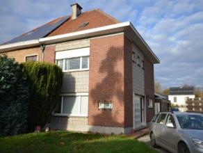 Uniek gelegen ruimtevolle solide stevige half openbebouwing met tuin en grote garage gevestigd op een toplocatie te Sint-Amandsberg in een super leuk