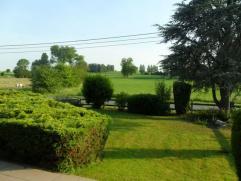 Ruime open bebouwing met zuidgericht terras op 1527m². Zowel de voor- als achterzijde van de woning biedt uitzicht op de mooie, groene natuurlijk