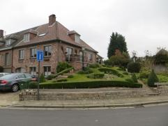 Instapklare woning op 609m². Deze mooie woning is gelegen in het landelijk Oordegem doch slechts 10 min. van de invalswegen te Wetteren of Erpe-M