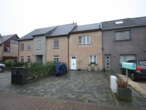 Deze lichtrijke volledig gerenoveerde woning is gelegen op een boogscheut van het centrum van Merelbeke, uiterst vlotte verbinding met R4/E40/E17, Gen