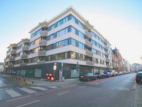 """Aangenaam lichtrijk appartement op de eerste verdieping in residentie """"Carpe Diem"""", gelegen in hartje Gent. Bestaande uit een inkomhall met vestiaire,"""