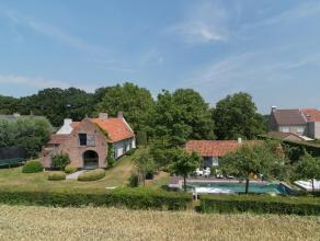 Idyllisch mooi wonen temidden van het platteland van Lovendegem. Deze prachtige hofstede werd volledig gerenoveerd volgens de regels van de kunst door