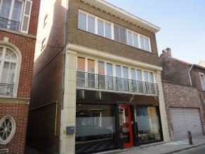 Deze charmante woning is gelegen in het centrum van Sint-Amandsberg en bestaat uit een multifunctionele ruimte (casco) op het gelijkvloers met berging