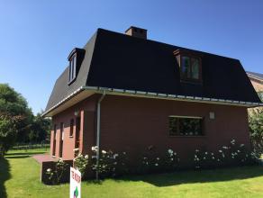 IN OPTIE .Deze eigenhandig gebouwde villa, mansarde dak, met 3 ruime slk's staat in het centrum van Drongen. In een groene oase in een doodlopend stra