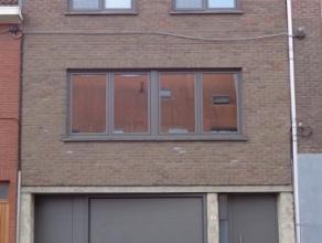 Kwaliteitsvolle instapklare lichtrijke bel-etage woning met garage en stadstuin. Deze stijlvolle volledig gerenoveerde woning bestaat uit: Ruime inkom
