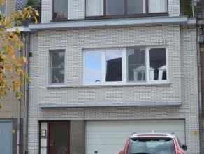 Heel mooi en rustig gelegen totaal gerenoveerd instapklaar appartement met groot terras en garage. Dit appartement gelegen op de eerste verdieping omv