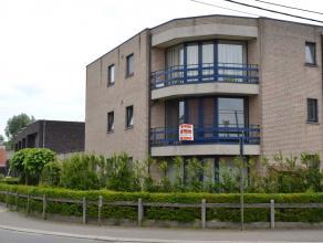 Mooi gelegen appartement in de dorpskern van Ten Ede.Dit ruim appartement op de eerste verdieping werd zonet gerenoveerd en omvat :Inkomhal, super aan