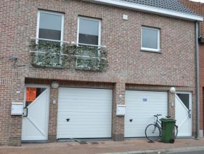 Interessant en nabij station en diverse winkelketens gelegen gelijkvloers appartement met tuin en garage.Ditappartement met afzonderlijke