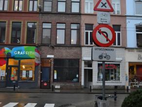 winkel & woonst in de Dampoortstraat Deze goed gelegen winkel in de toegangsweg tot Gent?centrum is ideaal voor een take-away, kapperszaak, boekho