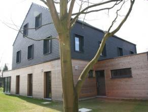 De orientatie van de woning is zuid-oost met een zuid gerichte tuin. <br /> <br /> Gelijkvloers:<br /> De woning heeft een zeer grote totale bewoonbar