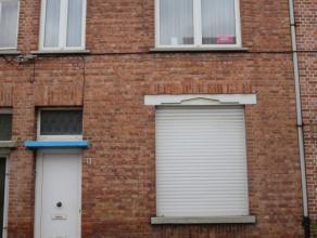 St-Niklaas, Oude Molenstraat 13.Te renoveren woning (thans 2 woonst) met op het gelijkvloers inkomhal, doorlopende living, keuken en badkamer, koer en