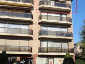 Driekoningenstraat 42 bus 11 te St-Niklaas.In het centrum gelegen, zeer ruim en lichtrijk appartement met inkomhal, ruime living (parket, 43m²) m