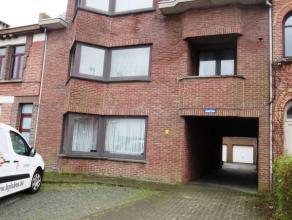 Heistraat 97 te Sint-Niklaas.In het stadscentrum gelegen opbrengsteigendom bestaande uit 3 ruime appartementen, 3 individuele garageboxen en 2 staanpl