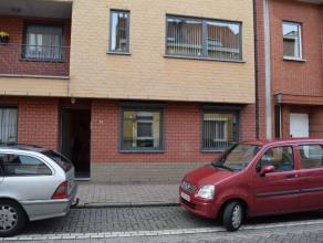 Dit ruime en lichte gelijkvloers appartement bevindt zich op amper 1 km van de A 12 in Wilrijk maar toch in een rustige éénrichtingstraa