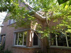 Deze ruime gerenoveerde charmante villa met grote landelijke tuin is uitermate geschikt als tweewoonst of voor vrij beroep. Deze ruime gezinswoning bi
