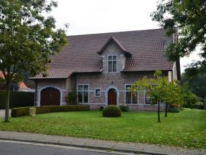 Prachtige instapklare luxueuze villa afgewerkt met de beste materialen op een perceel van ca 1500 m². De woning is heel ruim en biedt U 5 slaapka