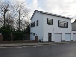 Te renoveren of uit te breiden gezinswoning met 3 garages en stadstuintje in het centrum gelegen. Ook mogelijk als projectgrond voor 2 woningen of een