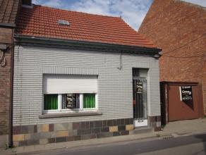 Volledig te renoveren/te slopen halfopen bebouwing met 2 slaapkamers, garage en tuin. Mogelijkheid tot het oprichten van appartementen. Meer info betr