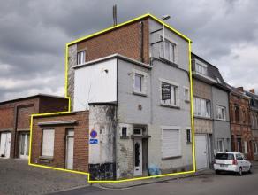Deze woning omvat op het gelijkvloers een inkomhal met gastentoilet, woonkamer, eetruimte, uitgeruste keuken en aparte berging.Op de eerste verdieping