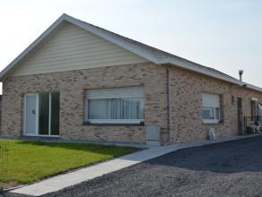 Prachtige instapklare bungalow met zonnige tuin en grote aparte garage. Deze woning biedt tevens een multifunctionele ruimte die kan dienst doen als s