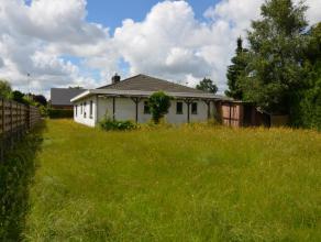 Te renoveren bungalow met zonnige tuin.Voorzien van een mooie woonkamer, ruime keuken, 3 slaapkamer en een extra multifunctionele ruimte van ca 30m&su