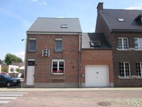 Uitstekend gelegen woning te Lebbeke. Deze gerenoveerde woning beschikt over: een ruime woonkamer, een ingerichte keuken, berging, 3 slaapkamers, grot