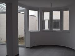 Centraal in dit appartement ligt de woonkamer. Haar authentieke ronde vorm springt u meteen in het oog. Terwijl u in de open keuken uw favoriete gerec