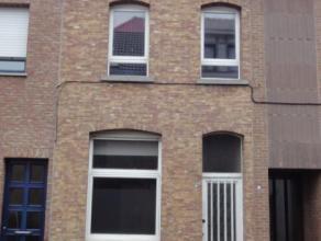 Toffe starterswoning in het centrum van Sint-Niklaas, met open leefruimte en recente keuken. Tevens beschikt deze woning over een vernieuwde badkamer