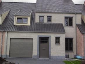 Prachtige zeer ruime nieuwbouw woning met uniek groen zicht ! Deze woning is gebouwd met heel kwalitatieve materialen en biedt zeer veel ruimte. Er zi