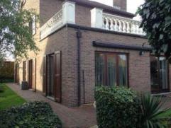 Prachtige zeer kwaliteitsvolle villa met dubbele garagee op 680 m² grond. Deze woning biedt 5 slaapkamers en een ruime geïsoleerde zolderrui