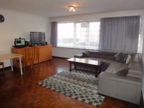 Dit gezellig gerenoveerd gelijkvloers appartement is gelegen in een rustige buurt net buiten het centrum. Volledig instapklaar, met 2 slaapkamers en k
