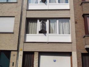 Te renoveren blokje van 2 appartementen en garage in het centrum van Sint-Niklaas. De appartementen hebben elk 2 slaapkamers en achteraan een terrasje
