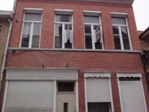Deze ruime te renoveren woning, op slechts enkele honderden meter van de markt is geschikt als gezinswoning maar kan ook opgesplitst worden in twee ap