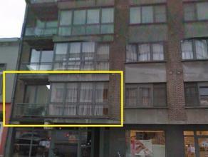Op te frissen appartement op de eerste verdieping met veel lichtinval, 2 slks, balkon en terras in het centrum van Zelzate. Vaste kosten  60,- inbegre