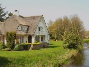 Nabij het centrum, idyllisch gelegen aan de Langelede (arm vd Moervaart), vindt U deze ruime luxueuze villa met prachtige tuin en bijgebouw van ca 130
