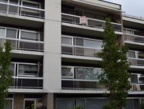 Mooi, ruim en prima onderhouden appartement op 3de verdieping, gelegen in rustige,residentiële wijk.Mooie inkomhal, videofoon en lift vernieuwd v