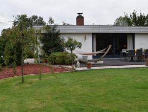 Ideaal gelegen piekfijn onderhouden villa (type bungalow) op een oppervlakte van 1405 m². Deze bungalow beschikt over een ruime zitplaats met zic