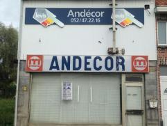 Nabij centrum van Hamme hebben wij deze voormalige handelszaak/magazijn te koop. Totale grondoppervlakte 540 m² volgens kadaster. Zij-opri