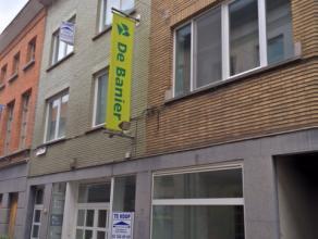 Vlakbij de grote markt van Sint-Niklaas treffen we deze winkelruimte van 109m². De Nieuwstraat is een voetgangerszone die dagdagelijks doo