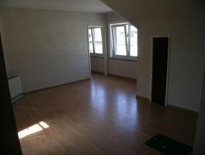 Gezellig, knus instapklaar appartement op de 3de verdieping met living (laminaat ), 1 slaapkamer ( laminaat ), badkamer met douchecabince, toilet en l