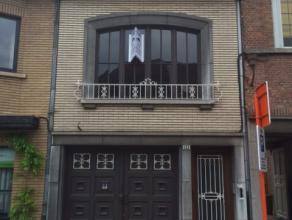In het centrum van Sint-Niklaas hebben we deze GBB te koop. Deze is wel onderhevig aan renovatiewerken. Bestaande uit inkomhal, living, aparte keuken,